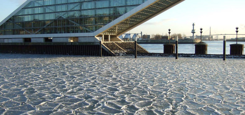 Hamburg versunken im Eis