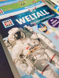 Rätsel und Sticker aus dem Weltall